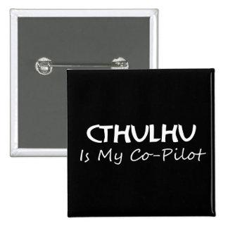 Cthulhu es mi copiloto pin cuadrado