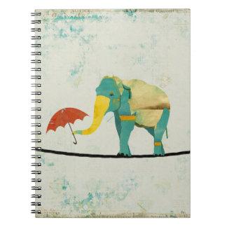 Cuaderno agraciado del elefante del oro