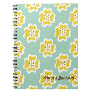 Cuaderno amarillo alegre de la flor