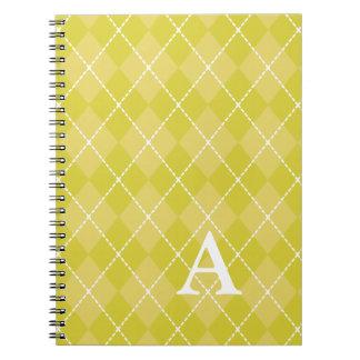 Cuaderno amarillo con monograma de Argyle