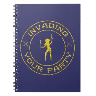 Cuaderno amarillo del papel del chica del pirata