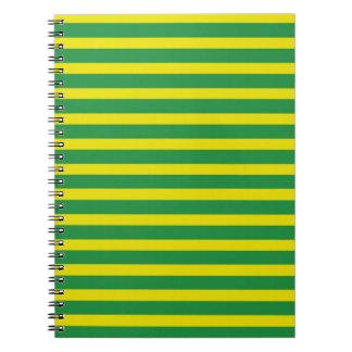 Cuaderno amarillo y verde de las rayas