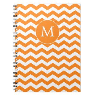 Cuaderno anaranjado de Chevron del monograma moder