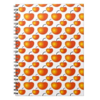 Cuaderno anaranjado del modelo