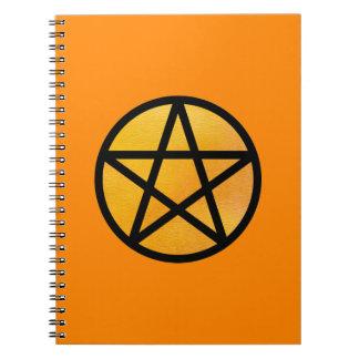 Cuaderno anaranjado del pentáculo