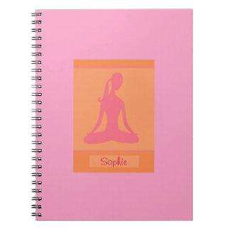 Cuaderno anaranjado rosado de la yoga