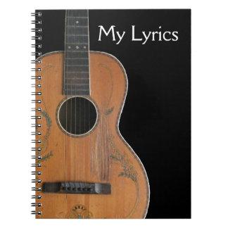 Cuaderno antiguo de la guitarra acústica