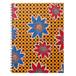 Cuaderno artístico floral en fondo geométrico