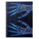 Cuaderno azul de la radiografía de las manos