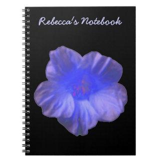 Cuaderno azul del personalizable de la flor de la