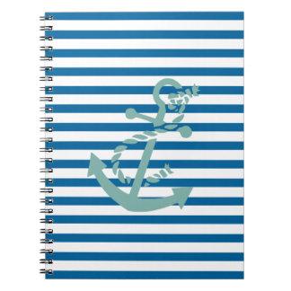 Cuaderno azul y blanco de la cuerda y del ancla de