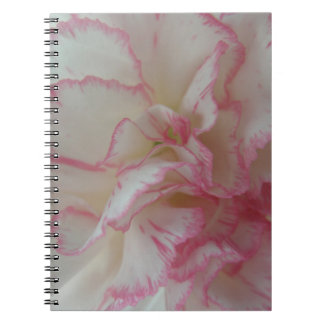 Cuaderno blanco y rosado del clavel