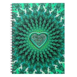 Cuaderno céltico del nudo del corazón del fractal