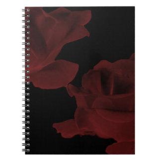 Cuaderno color de rosa rojo oscuro