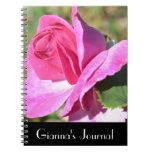 Cuaderno color de rosa rosado del diario de octubr
