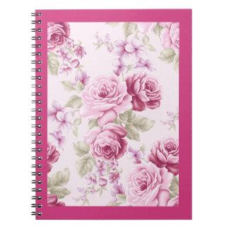 Cuaderno color de rosa rosado floral de la flor
