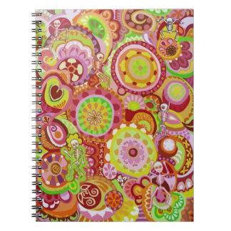 Cuaderno colorido de los esqueletos del baile
