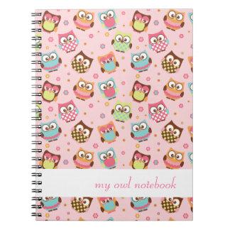 Cuaderno colorido lindo de los búhos (subió)