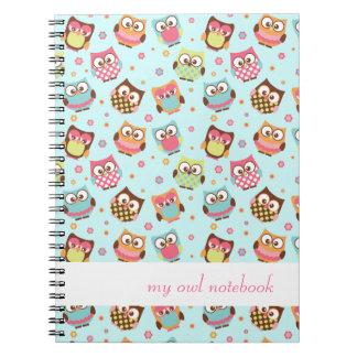 Cuaderno colorido lindo de los búhos (trullo)