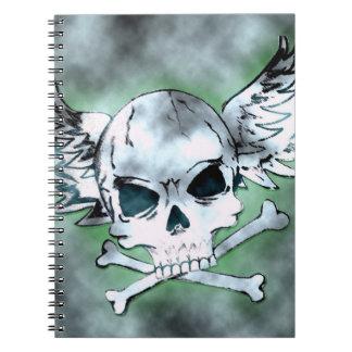 Cuaderno con alas del cráneo