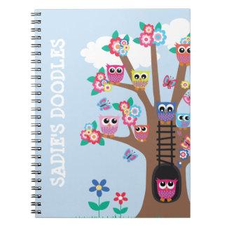 Cuaderno con aspecto de búho de las invitaciones