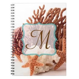 Cuaderno coralino de la inicial del monograma de l