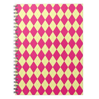 Cuaderno de color rosa oscuro y amarillo de Argyle