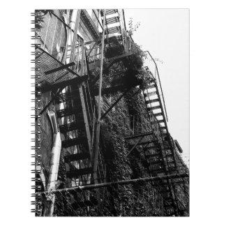 Cuaderno de la foto de la salida de incendios B&W
