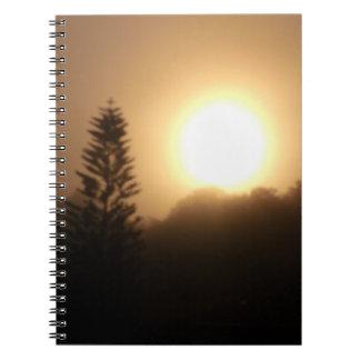 Cuaderno de la foto de la salida del sol de la Flo