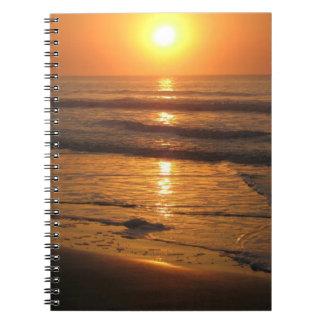 Cuaderno de la foto de la salida del sol de la pl