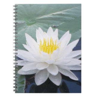 Cuaderno de la foto del espiral de la flor del