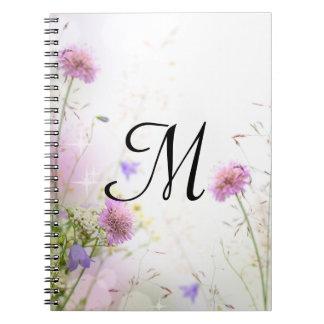Cuaderno de la inicial del monograma de las flores
