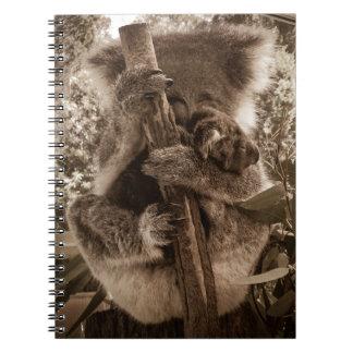 Cuaderno de la koala de la momia y del bebé