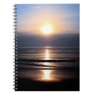 Cuaderno de la salida del sol de la buena mañana