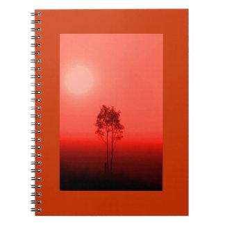 Cuaderno de la salida del sol del árbol anaranjado