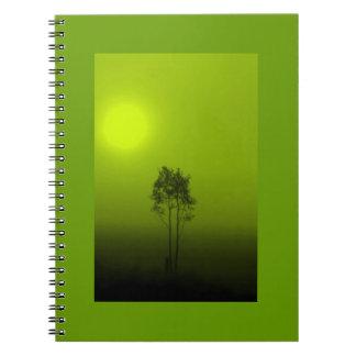 Cuaderno de la salida del sol del árbol de cal