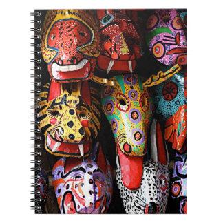 Cuaderno de madera maya de las máscaras