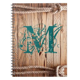 Cuaderno de madera rústico de la inicial del
