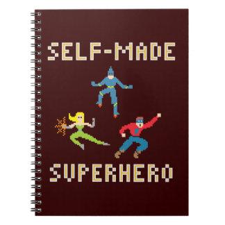 Cuaderno de papel del super héroe