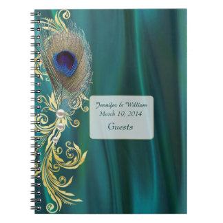 Cuaderno del boda de la pluma del satén y del pavo