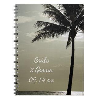 Cuaderno del boda de playa de la silueta de la pal