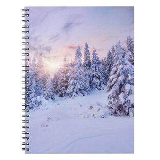 Cuaderno del bosque del pino del invierno
