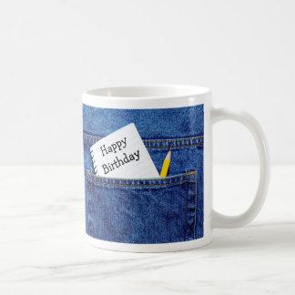 Cuaderno del feliz cumpleaños en bolsillo taza básica blanca