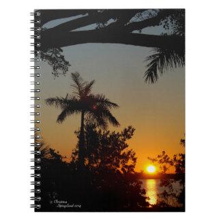 Cuaderno del océano de la palmera de la salida del
