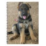 Cuaderno del perrito del pastor alemán