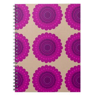 Cuaderno en diseño de la floración de la baya