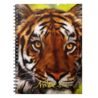 Cuaderno en peligro del arte de la fauna del tigre