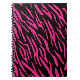 Cuaderno espiral de la raya negra y rosada de la c