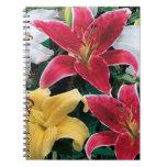 Cuaderno espiral de las flores coloridas