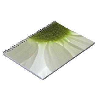 Cuaderno espiral de los pétalos de la margarita bl